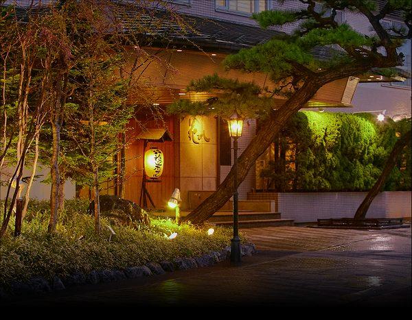 花びし、北海道函館のホテル監修のおせち「絢華」「絢珠」の口コミ。北海道の海の幸をふんだんに使いながらの洋風おせちのテイストで子供も含めて家族みんなで楽しめる毎年人気のおせち通販、冷蔵で全国宅配の匠本舗のオリジナルおせちです。花びしホテルおせち外観600