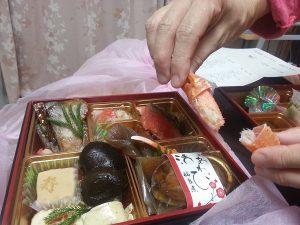 匠2016岩元のおせち京都料亭通販人気ランキングお取り寄せ自宅7-600京都岩元のおせち匠を注文した経験から、来年のおせち、今年の早割予約注文では、同じ京都祇園料亭岩元の大人数用のおせち、極、にしようと思っています。実家で多くの人数であつまるお正月になりそうで、匠が良かったし、この味なら老若男女楽しめる、と思っています。