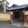 大阪八尾に創業150年を誇る老舗料亭山徳のおせちは、純粋に日本料理で新年を迎えたい方におすすめのおせちです。山徳、八尾の日本料亭の絶品おせちは、冷蔵庫に24時間入れておくだけ、簡単解凍で全国宅配の冷凍おせち通販です。山徳八尾大阪料亭日本料理おせち外観